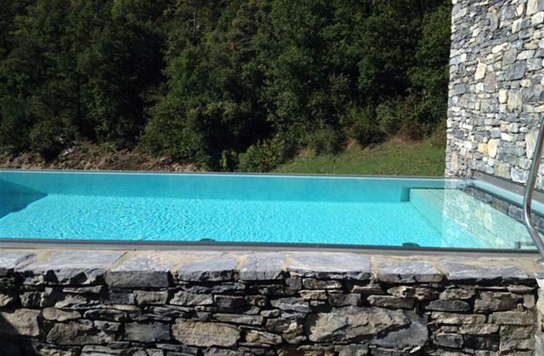 Piscine ext rieure en pierre lamatec for Piscine exterieur 92