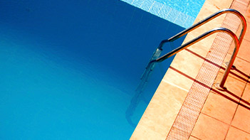 Piscines & Wellness : piscine et accessoires, échelle