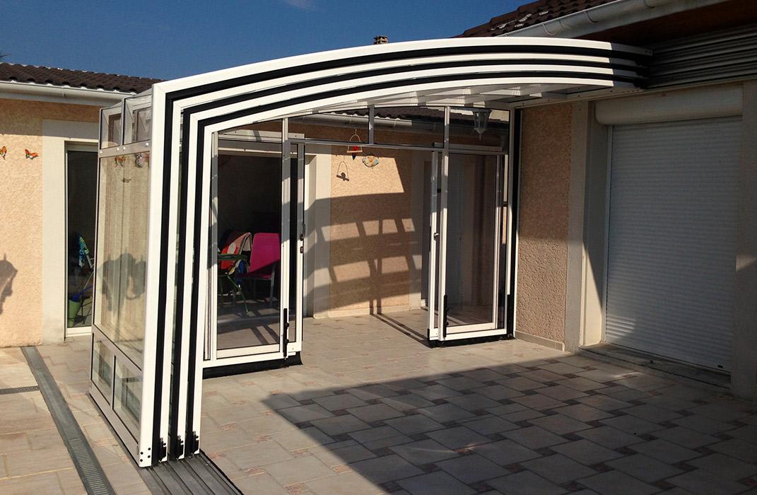 Verrières et vérandas - Véranda mobile 4 éléments rétractée, fond avec doubles portes