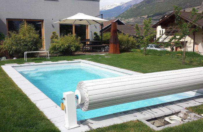 Couverture de piscine : volet roulant hors sol sur pieds avec clé de sécurité