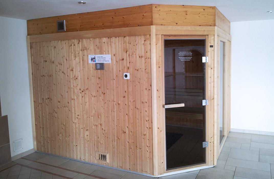 piscine miroir int rieure et sauna sur mesure lamatec. Black Bedroom Furniture Sets. Home Design Ideas