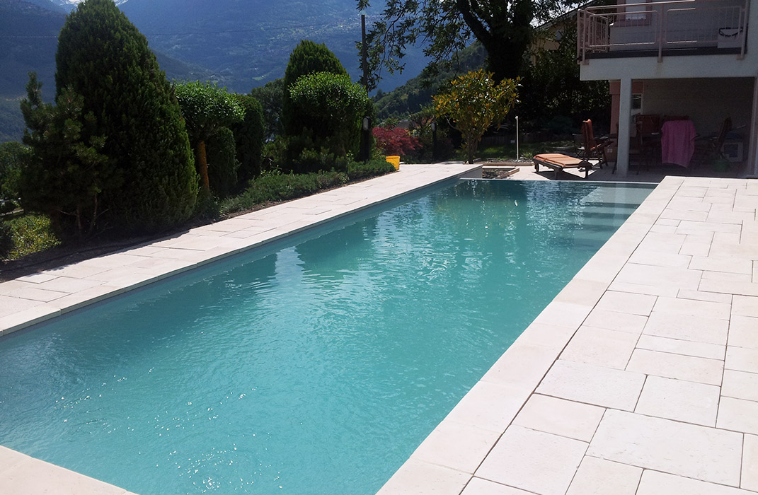 Piscine d bordement lamatec for Accessoire piscine 68