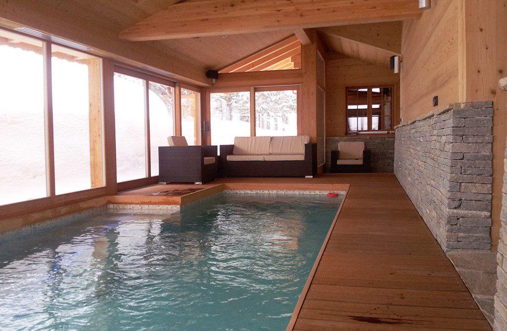 Piscine d 39 ext rieur et d 39 int rieur lamatec for Construction piscine interieure