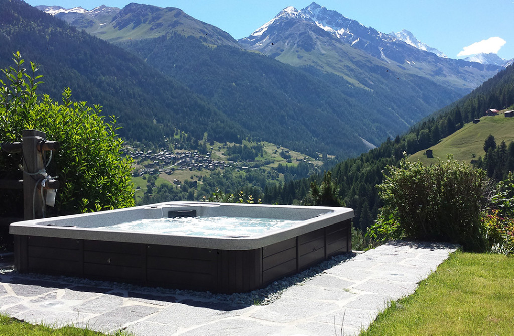 Spa jacuzzi d bordement spa skimmer lamatec - Jacuzzi exterieur semi enterre ...
