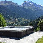 Spa Jacuzzi semi enterré face aux montagnes Valaisannes