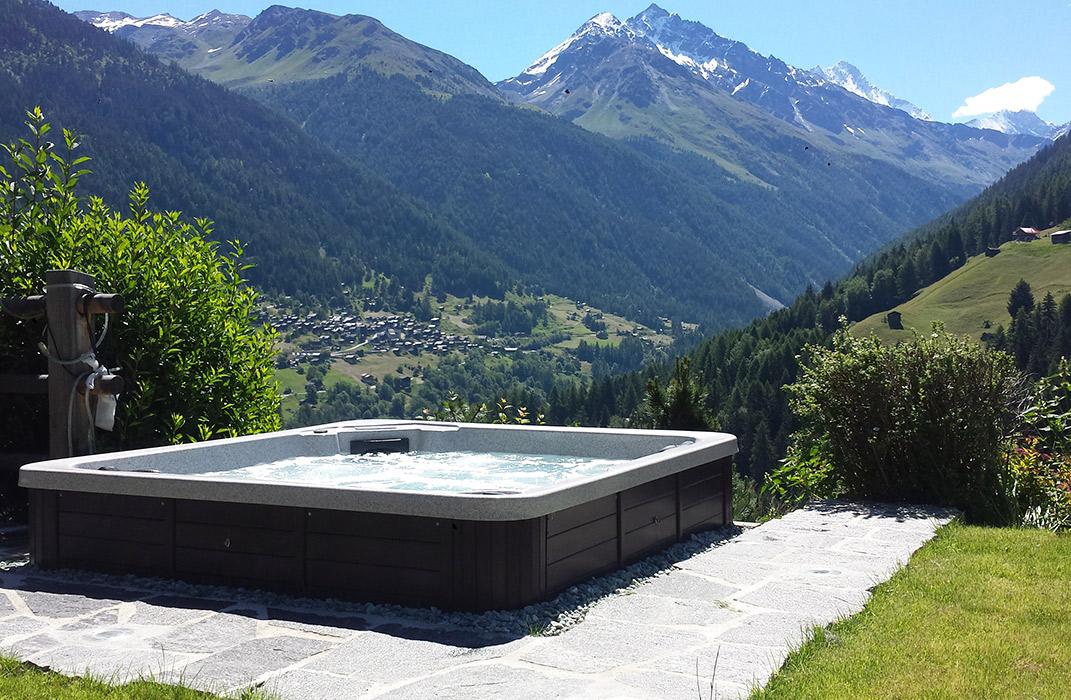 installations de piscines et baln o lamatec. Black Bedroom Furniture Sets. Home Design Ideas