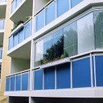 Fermeture de balcon en verre coulissant-pivotant