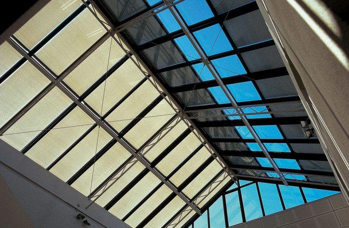 Stores et coupe-vent - Verrière avec stores, galerie marchande à Sion
