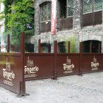 Coupe-vent avec logo pour terrasse de restaurant