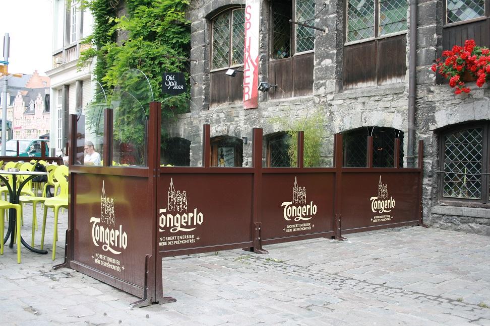Stores et coupe-vent - Coupe-vent avec logo pour terrasse de restaurant