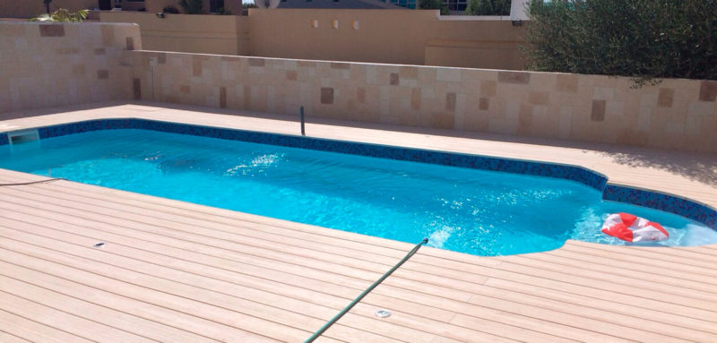 Piscine polyester mod le expo bigpool romaine lamatec for Piscine romaine